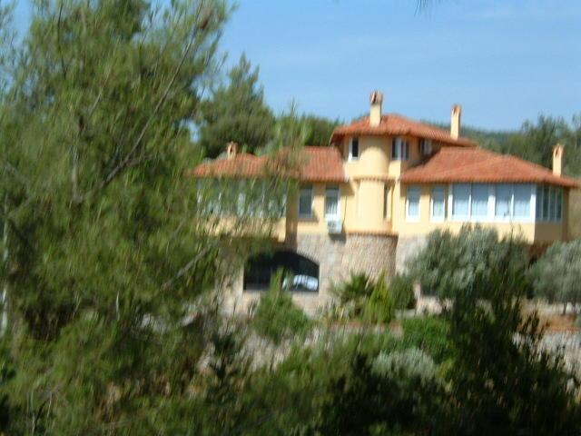 Villa Daisy, in over an acre of private grounds