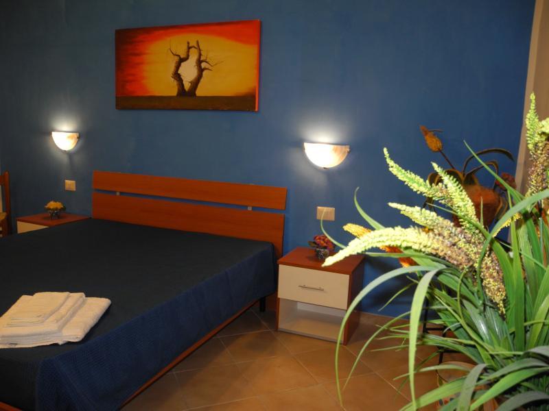MELONEGIALLO b&b, holiday rental in Nubia