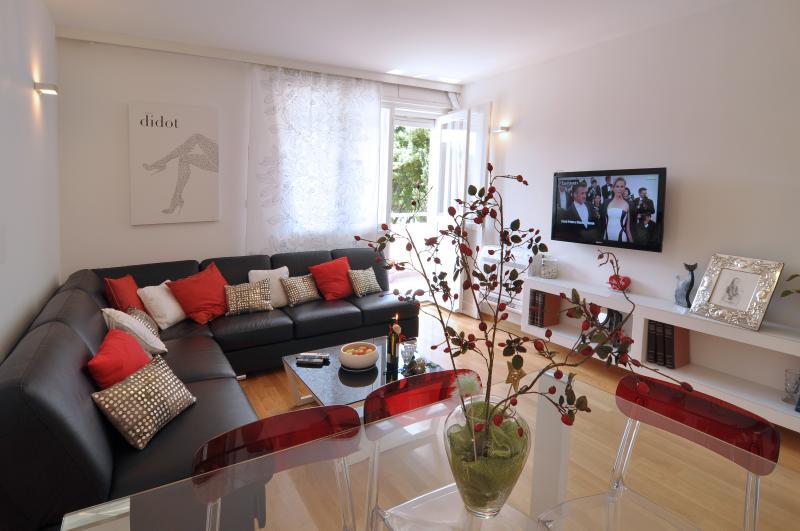 WELCOM de Split, dans un appartement toujours neuves et confortable avec salle de séjour donnant sur vue sur la mer