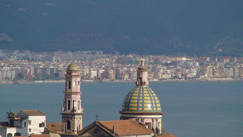 Vista della Chiesa di S.Giovanni  in Vietri e del golfo di Salerno godibile dall'appartamento stesso