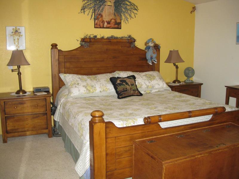 Master Bedroom (King bed) Bedroom #1