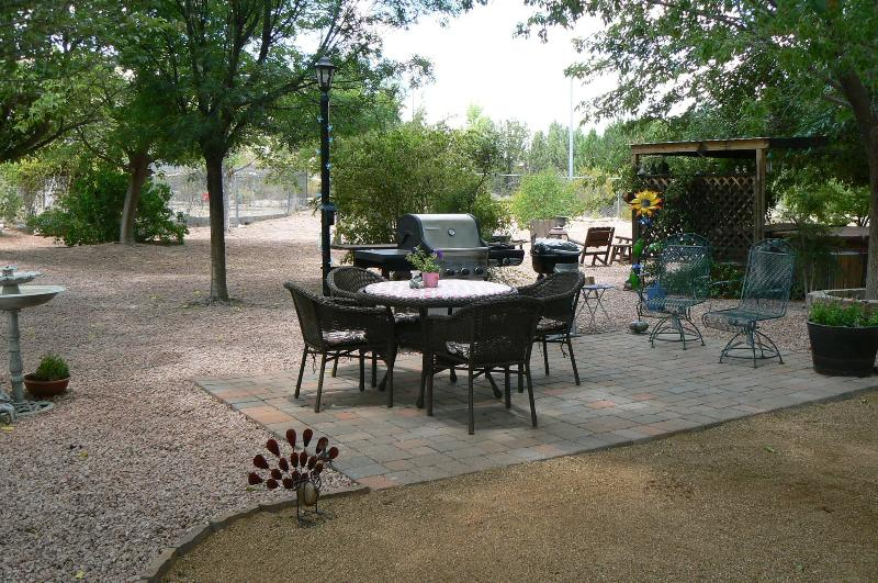 Patio table,W/ 4 chairs. Gas bbq grill