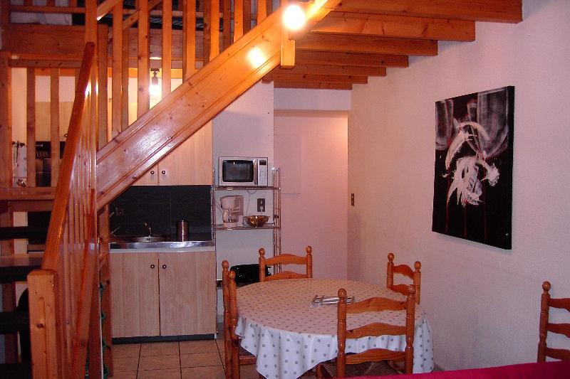 DUPLEX 5P DANS MAISON DE CARACTERE, vacation rental in Luz-Saint-Sauveur