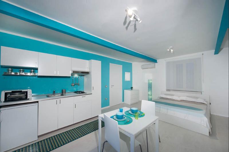 Very new studio to enjoy Naples, vacation rental in Panza