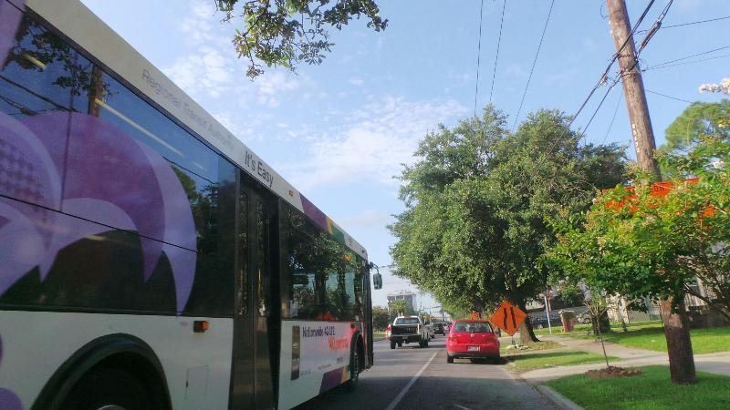 S Claiborne Bus