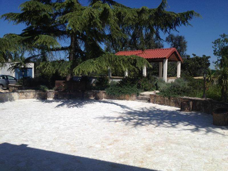 Front of trullo looking at pagola