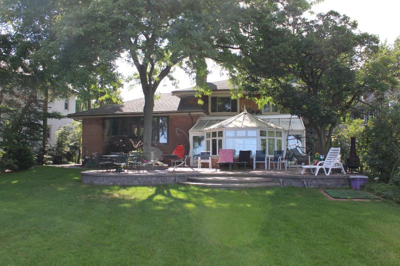 Beautiful Lake Front Home in Grosse Pointe, location de vacances à Anchorville