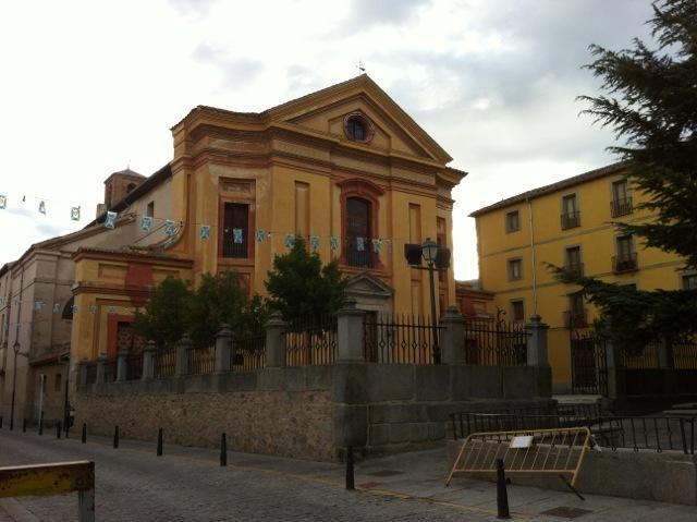 L'église de towns´s dans la rue principale : Calle de la Reina