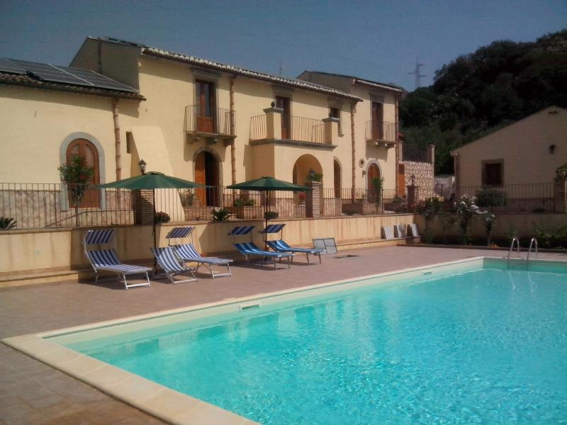 PATITIRI DOUBLE ROOM+POOL(n°6)near Savoca&Taormina, holiday rental in Casalvecchio Siculo