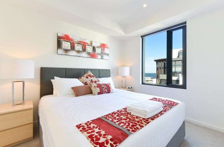 StayCentral Seaviews corporate short & long stay; pool gym beach shopping trams, vacation rental in Melbourne