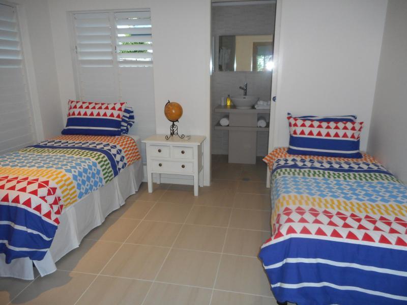 Single bedroom, 2 comfortable beds with en-suite