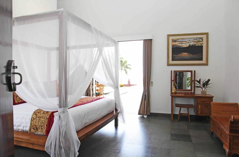 Five Bedroom Beachfront Villa Tri Murti Bali, holiday rental in Temukus
