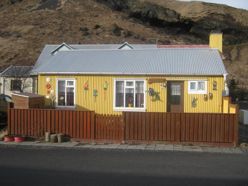 Cozy litle house in Vik, location de vacances à Région sud