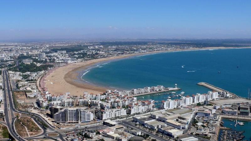 Nice apt with sea view & terrace, Ferienwohnung in Imi Ouaddar