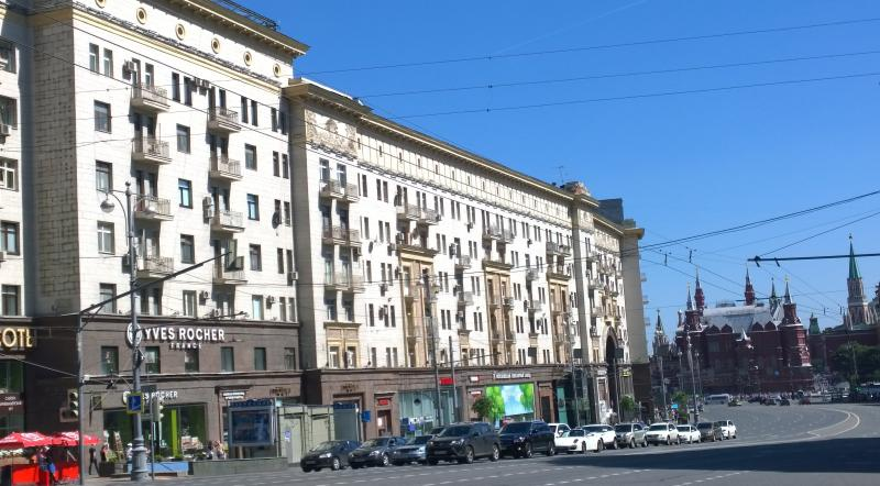 Your flat on the left, Red Square/Kremlin straight ahead