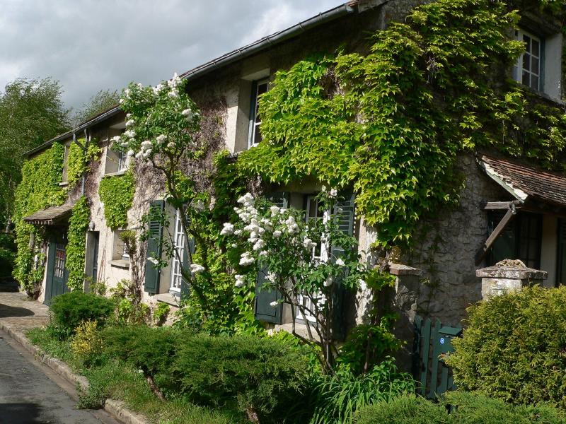 Full cottage to be rented close Fontainebleau, vacation rental in Moret-sur-Loing