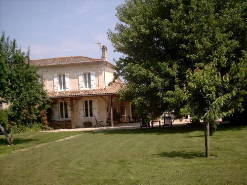Chambres d'hôtes La Prévôté, location de vacances à Cubzac-Les-Ponts