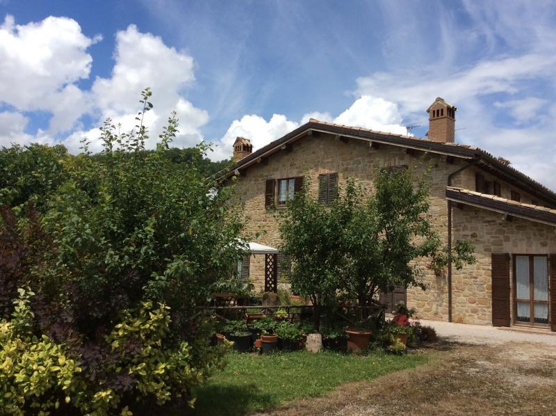 Residence I Girasoli Appartamento Rosso, holiday rental in Valle E Castello