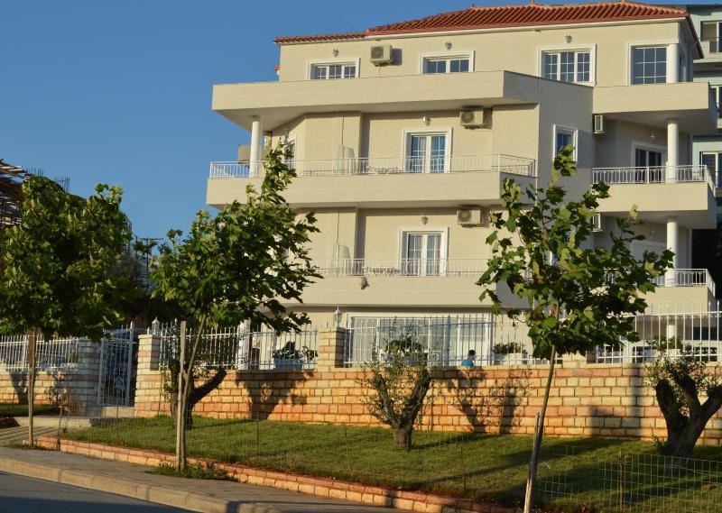 Guesthouse Villa August Ksamil, holiday rental in Ksamil