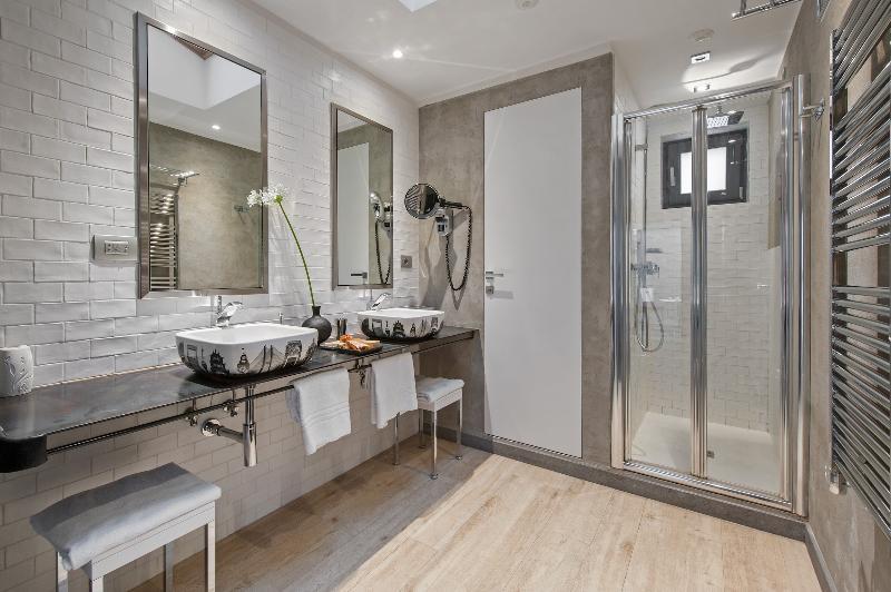 Suite Corte bathroom.