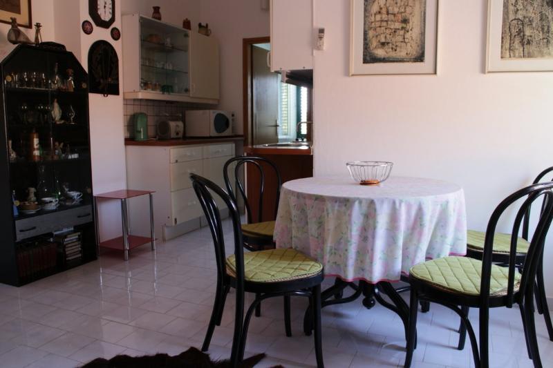 Apartments Tri vlake, location de vacances à Viganj