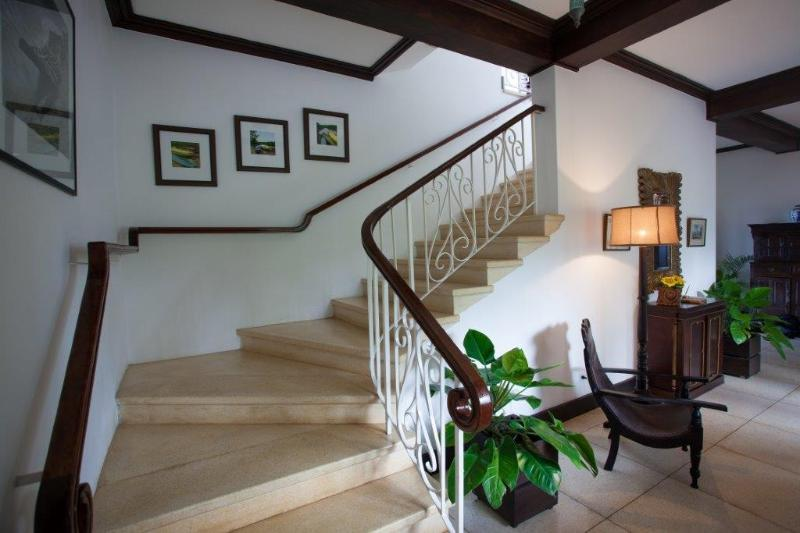 Principal Villa escaleras a planta alta dormitorios