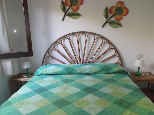 Master Bedroom-Full Bed / Camera da letto-letto matrimoniale