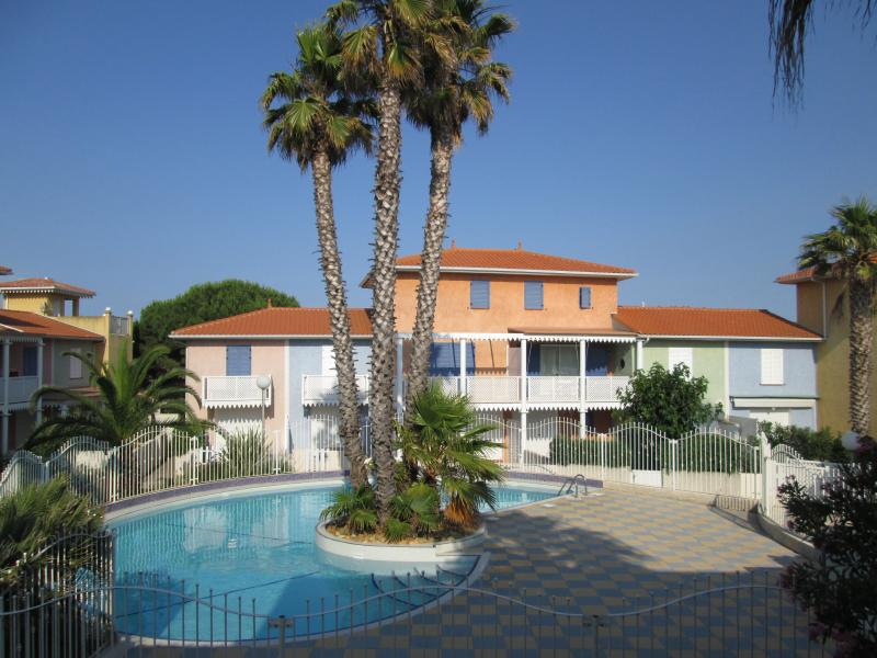 Family 3 Bed Apartment - Pool and 200m to Beach, casa vacanza a Cap-d'Agde