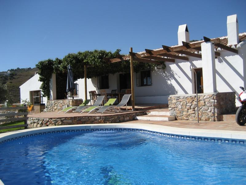 4 Bed villa with its own pool & stunning views + WIFI, vacation rental in Frigiliana