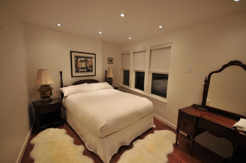 Main bedroom, overlooking the oceanfront.