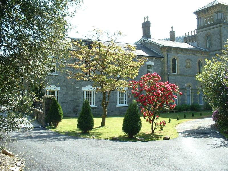 Coed y Celyn Hall. 6 self catering apartments