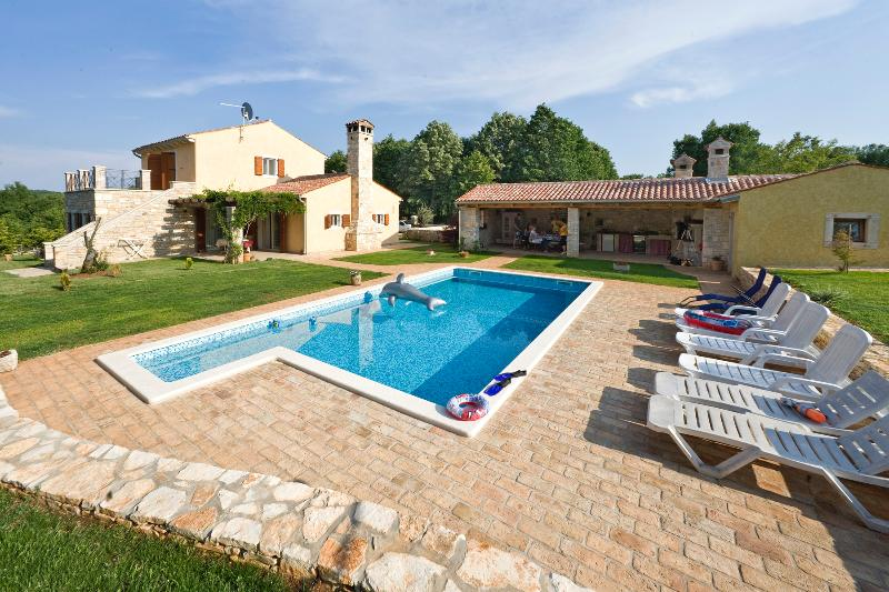 Villa lipa house with pool for 8 persons, casa vacanza a Marcana