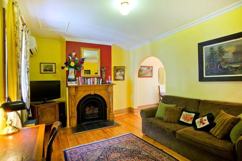 Cosy lounge-room