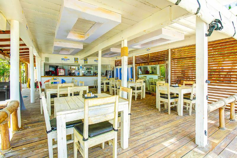 Our residence offers beach bar Soles