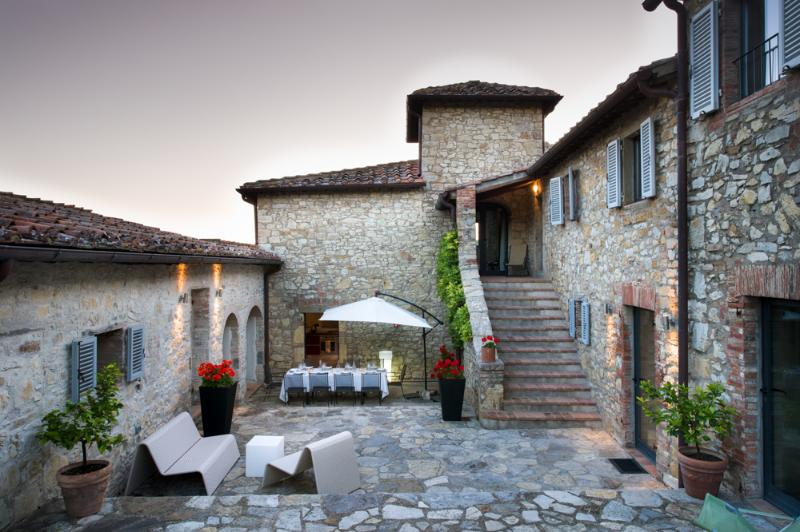 Large central courtyard with pizza oven and barbecue