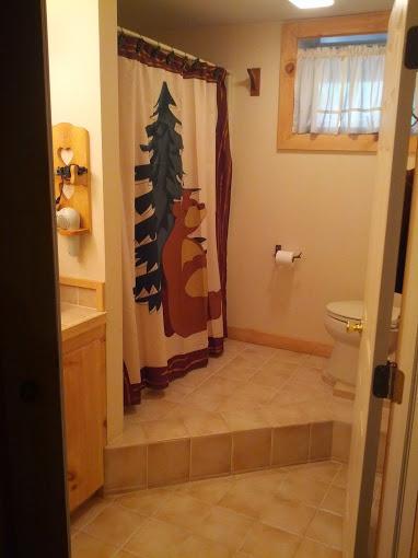 Completo bagno #2 con vasca/doccia - livello inferiore