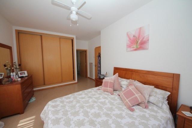 Main Bedroom and door to En-Suite.