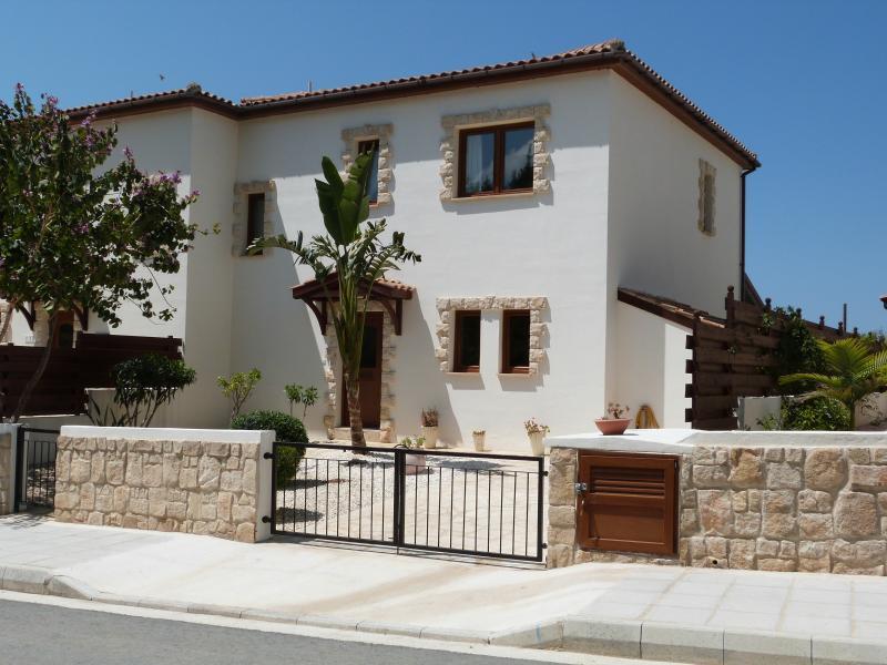 No.10 Bayview Villas,  Argaka, holiday rental in Lysos