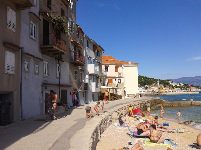 Apartment on the beach in town - SUN, location de vacances à Baska