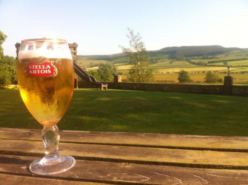 Pubs de gran país cercano, con excelentes vistas de los jardines de cerveza!