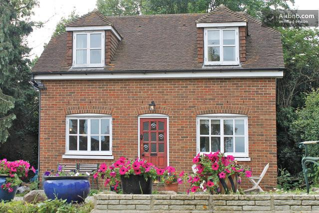 Little Lodge Cottage - 2 bed detached Cottage close to University of Kent, vacation rental in Canterbury
