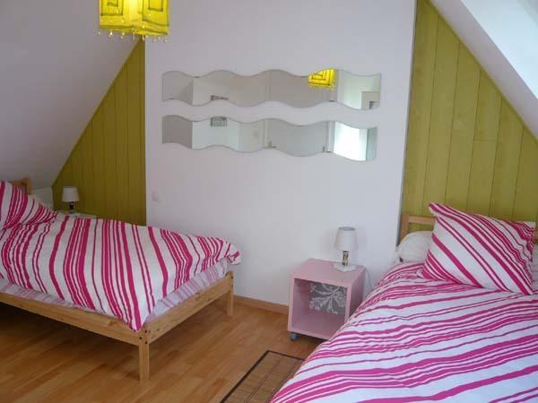 chambre du haut avec 2 petits lits de 90