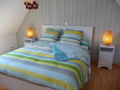 chambre du haut avec un grand lit de 160
