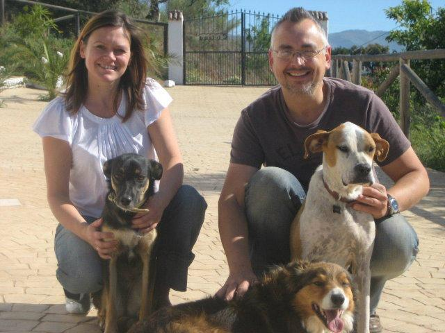 Niki & Paul with their 3 dogs, the hosts of the adjoining B&B, always on hand with info and advice.