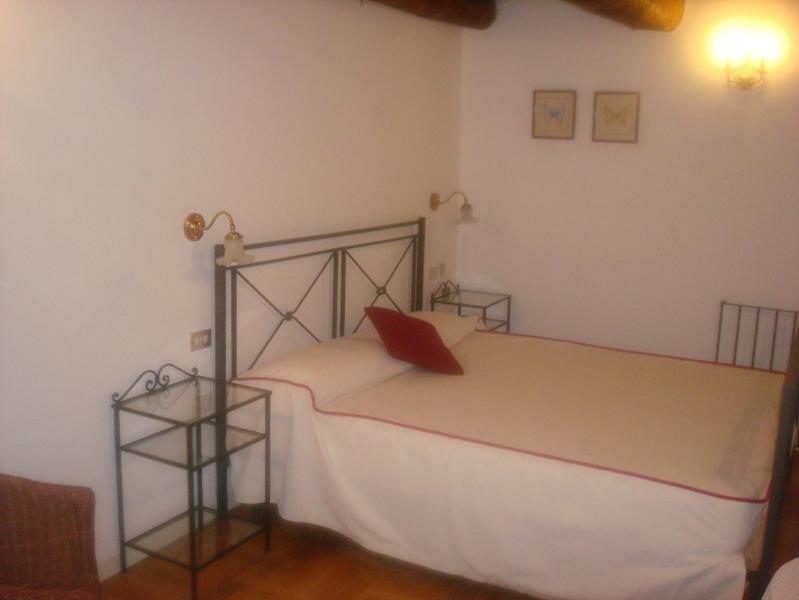 Appartamento San Domenico Maggiore, vacation rental in Panza