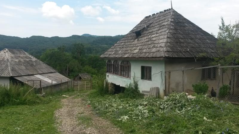 Nossa antiga casa estilo Romeno. Nós tentamos manter a tradição desta casa com o seu dinheiro :)