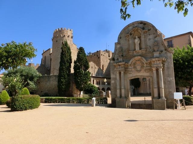Conjunto monumental Monestir y Arc de Sant Benet a 50 m.