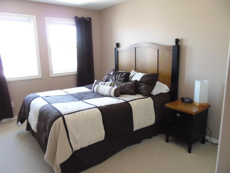 3rd bedroom with queen bed