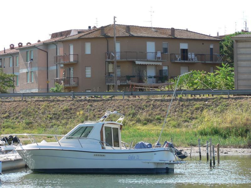 Vista degli appartamenti dal fiume Bruna