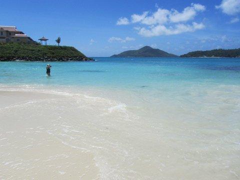 Eden island beach Anse Bernitier